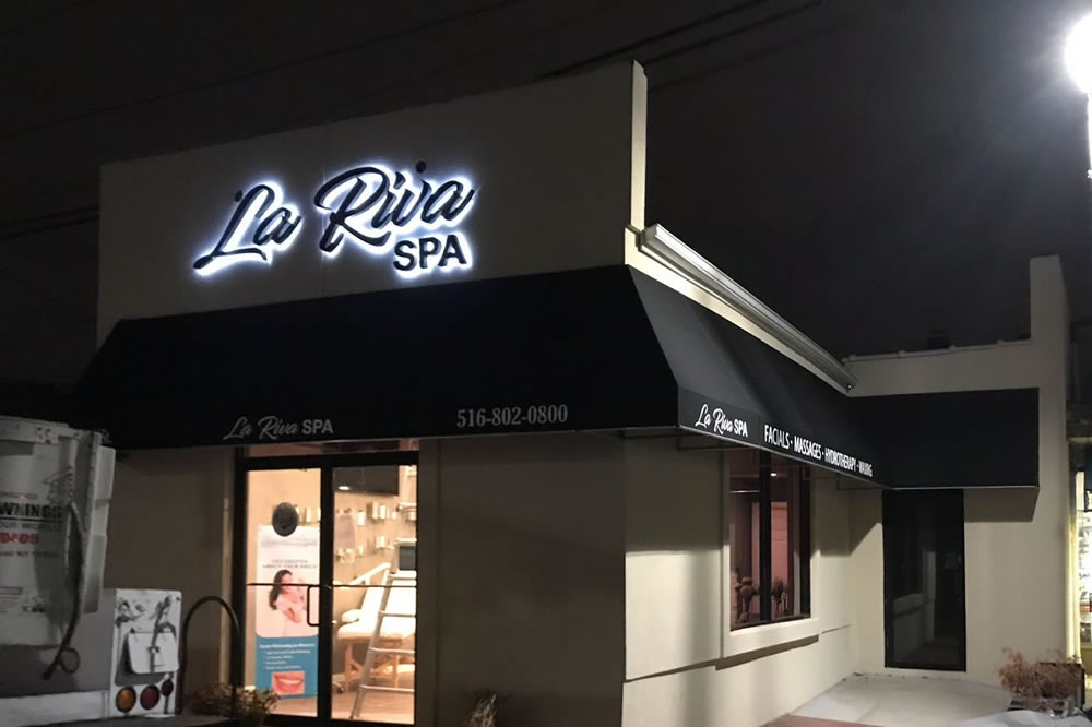 La Riva business awning